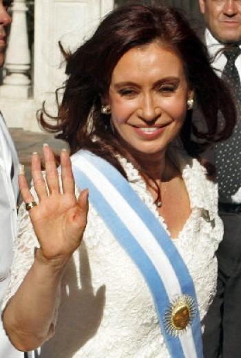 CRISTINA FERNÁNDEZ ASUMIÓ LA PRESIDENCIA DE ARGENTINA