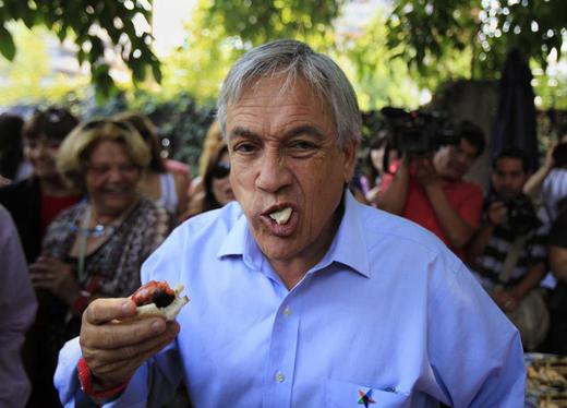 Piñera-comiendo-choripán