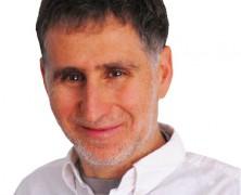 QUE SE ACABE CHILE: PPD Daniel Farcas presentó proyecto para sancionar a quienes usen audífonos en la calle