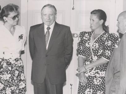 Cristi junto a Pinochet y Patty Maldonado. Vomitable