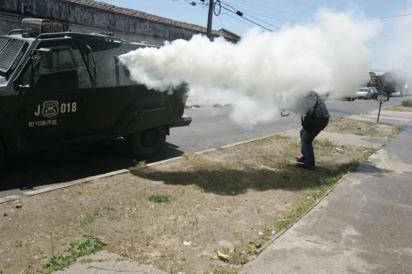 Camarografo-Mega-recibe-gas-lacrimogeno-rostro