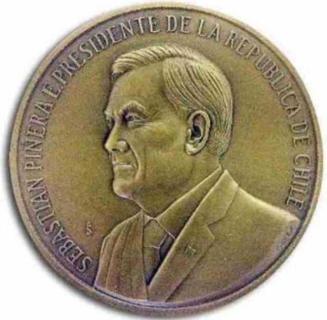 medalla mufa yeta piñera