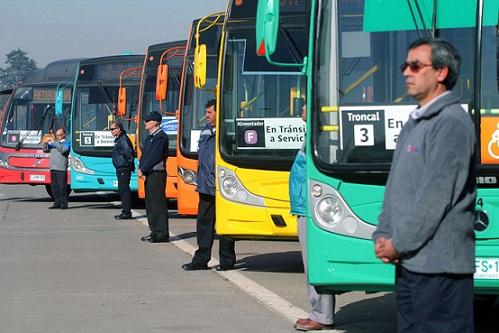 Dan inicio a los nuevos contratos  en Transantiago presentan nuevos colores de buses.