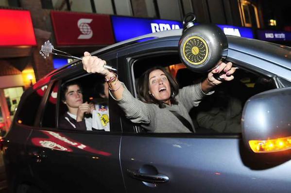 Los cuicos de mierda protestan en auto, así es su nivel de privilegios