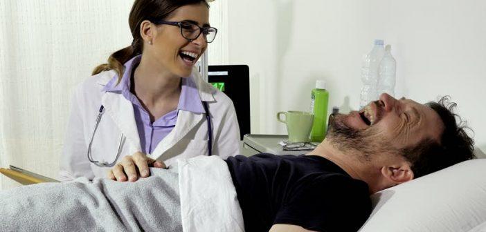 """Humor: 500 médicos fachos """"abandonarían la profesión"""" si aprueban la despenalización del aborto"""
