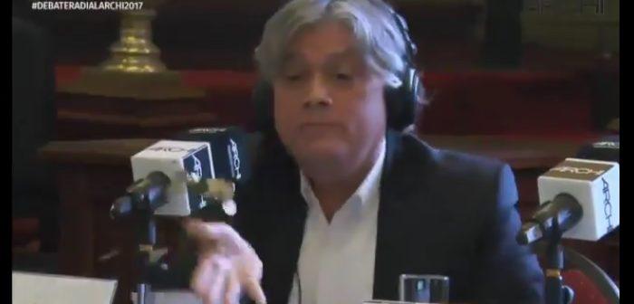 VIDEO: Alejandro Navarro le tiró monedas a Piñera (y es tan ladrón que seguro las recogió)