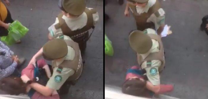 VIDEO: Pacos de mierda golpean a una mujer que estaba vendiendo pan en la calle