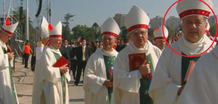Una burla: Cuestionado Obispo Barros (por ser cómplice de Karadima) participó en la misa del Parque O'Higgins