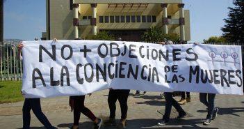 Valparaiso, 28 marzo 2018. Grupos Feministas de Valparaíso se manifiestan en el frontis del Congreso Nacional, respondiendo al llamado de la Mesa de Accion por el Aborto en Chile debido a la indignacion que causo el nuevo protocolo de Objecion de Conciencia Sebastian Cisternas/ AtonChile.