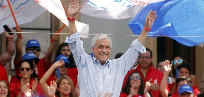 Sebastián Piñera se reúne con voluntarios y apoderados de su campaña.