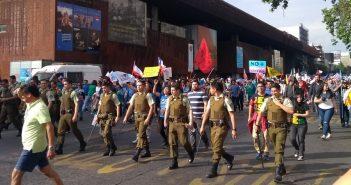 marcha neonazis y fanaticos religiosos 1