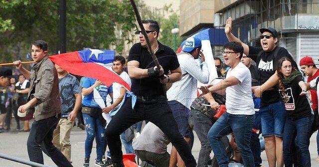 marcha neonazis y fanaticos religiosos 5