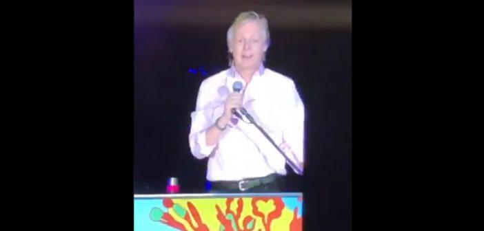 VIDEO: Estadio Nacional se vino abajo de pifias cuando Paul McCartney nombró a Piñera