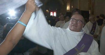 sacerdote agresivo