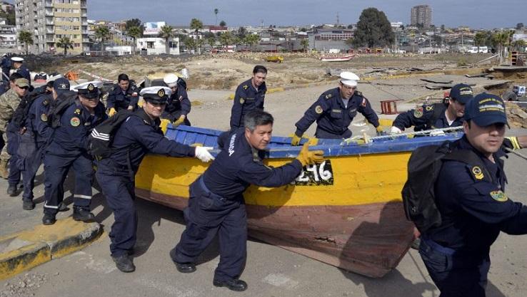 PERSONAL DE LA ARMADA RETIRA EMBARCACIONES VARADAS EN CALLES DE COQUIMBO