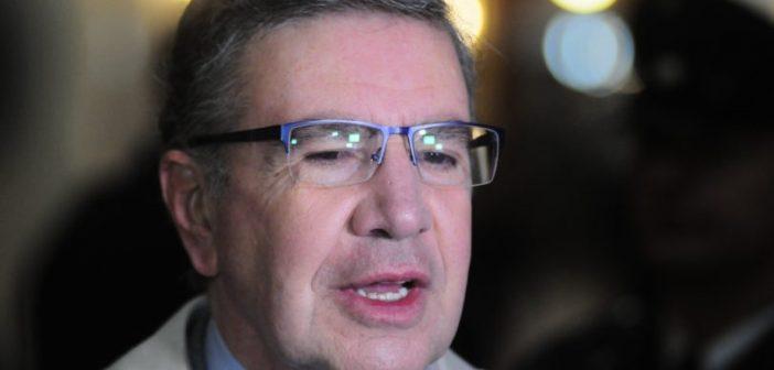 Joaquin Lavin presenta una demanda colectiva contra Enel
