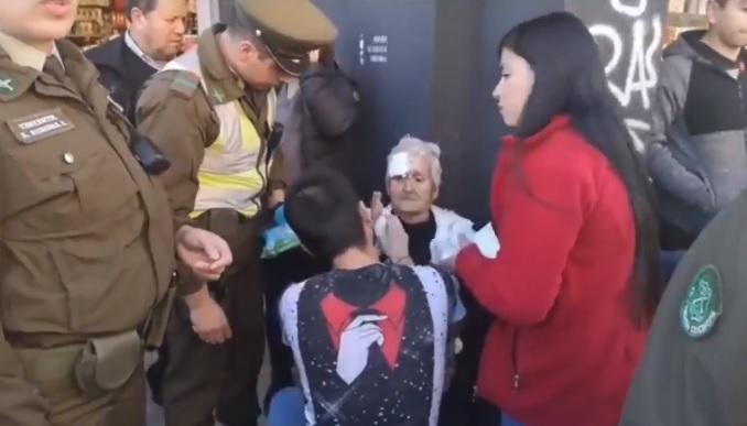 pacos de mierda anciana golpeada