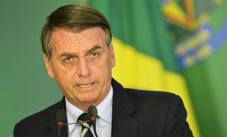 O presidente Jair Bolsonaro durante cerimônia de assinatura do decreto que flexibiliza a posse de armas no país.