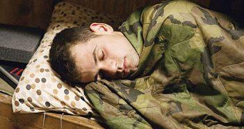 militar vago durmiendo 3