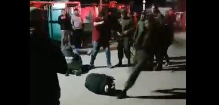 VIDEO: Carabinero pateó en la cabeza a una persona mientras se encontraba en el suelo