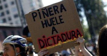 cartel piñera 3