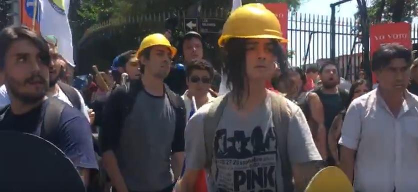fascistas neonazis protegidos por carabineros
