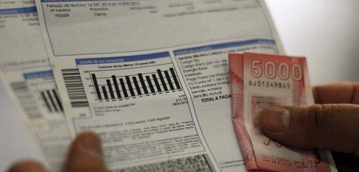A QUEMAR TODO: Mientras otros países congelaron el pago de cuentas, en Chile anunciaron que AUMENTARÁN las cuentas de luz