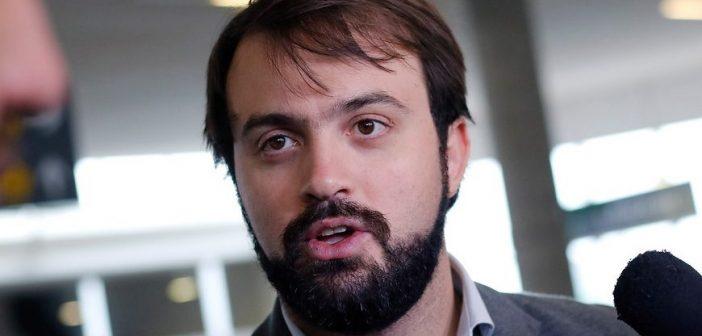 Humor: El trosko Jorge Sharp anunció su candidatura presidencial esperando que todo Chile vitoreara su nombre y MARCA MENOS QUE EL DR FILE